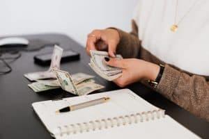 Как да се справим с кредитите и дълговете?